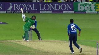 Watch Mohammad Amir's quick-fire fifty against England in 3rd ODI at Trent Bridge